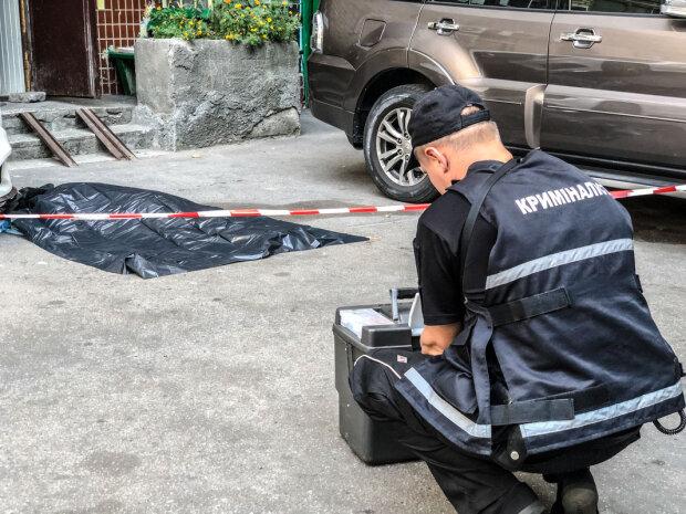 Свідки п'ють корвалол: у Києві жінка випала з восьмого поверху, кадри не для слабкодухих