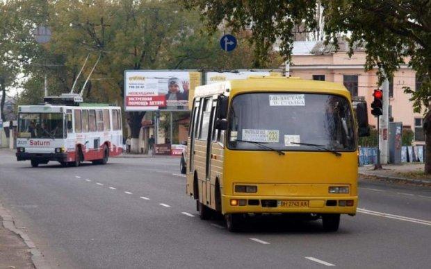 Дивом врятувалися: водій київського автобуса помер за кермом