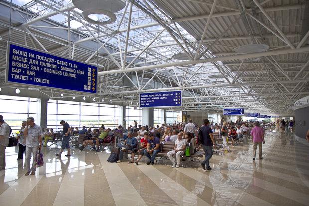 Лето закончилось, а JoinUP продолжает кошмарить своих клиентов, в Борисполе застряли 150 пассажиров, люди в бешенстве
