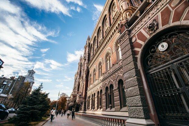 НБУ отправил украинцев в далекое прошлое: курс доллара побил собственный рекорд