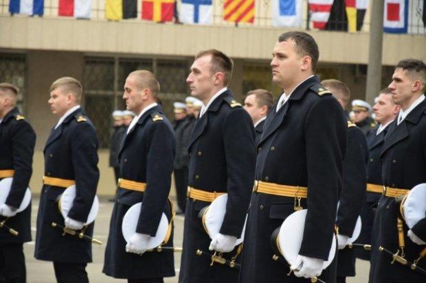 Українські моряки стали офіцерами у російській в'язниці: подробиці
