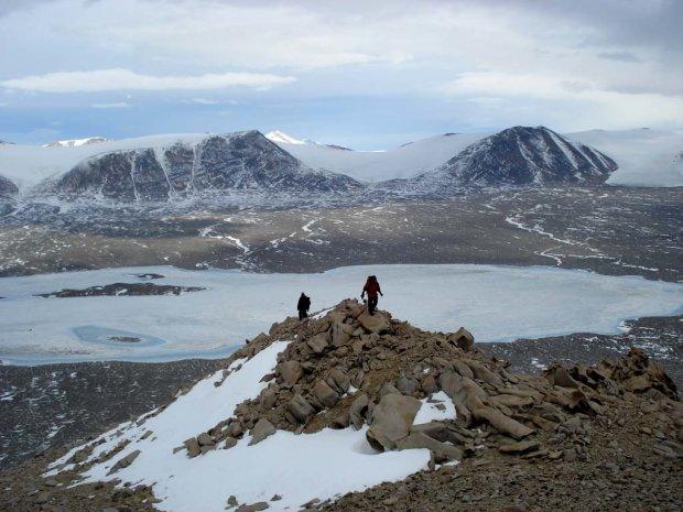 В Антарктиці трагічно загинули вчені, які рятували базу