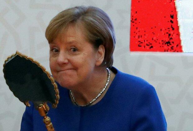 """""""Свет мой, зеркальце, скажи"""": Меркель странно отреагировала на подарок Эрдогана, забавные кадры"""