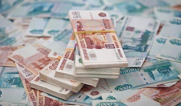Курс рубля снизился до 17-летнего минимума