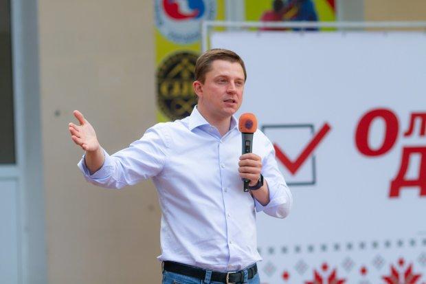 """Олесь Довгий сказав, що зміниться за 5 років його депутатства: """"Хочу бути прикладом для сина"""""""
