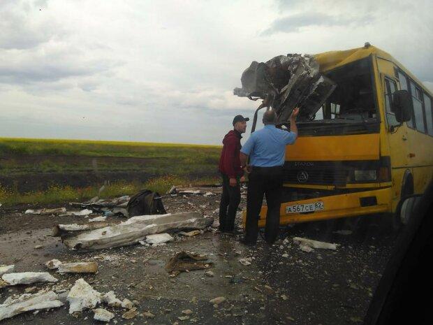 Смертельное ДТП на трассе Киев-Чоп: фура на скорости влетела в автобус, 9 человек погибло