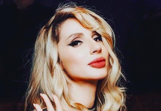 """Лобода в прозорій блузці справила фурор на шоу """"Голос"""": фото"""