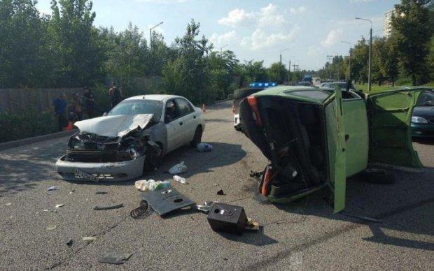 Масштабное ДТП в Киеве: 7 машин всмятку и детские крики