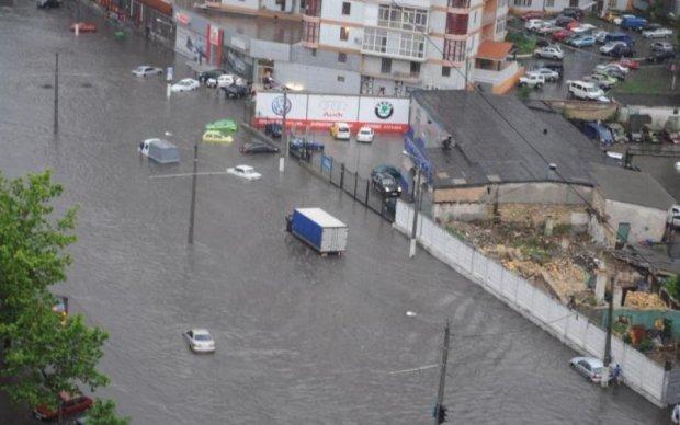 Опубликованы кадры библейского потопа в Одессе