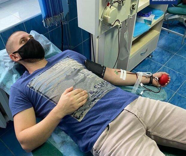 Закарпатские патрульные стали донорами кровь