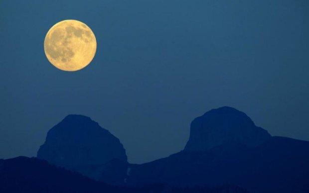 Повний місяць 26 серпня: що чекає на всіх знаків Зодіаку