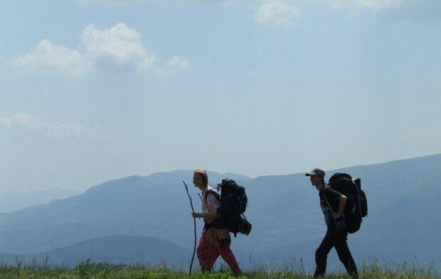 У Карпатах заблукали туристи, сам на сам зі стихією: що відомо про долю екстремалів