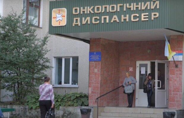 """У Тернополі сотні онкохворих кинули напризволяще: """"Ні грошей, ні ліків"""""""