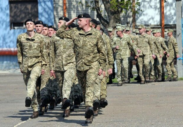 В Україні зібралися скасувати строкову службу: Арахамія презентував поетапну схему
