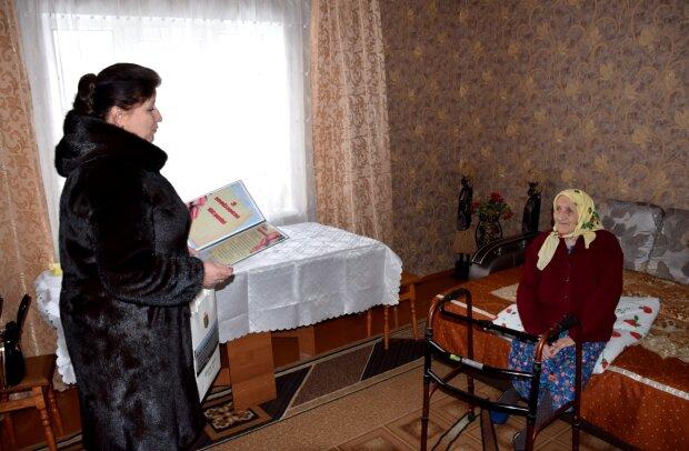 Жінка відсвяткувала 100 років, фото: Шепетівська міська рада