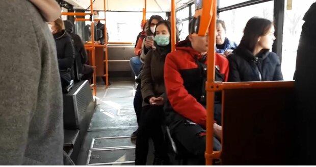 Громадський транспорт, фото: скріншот з відео
