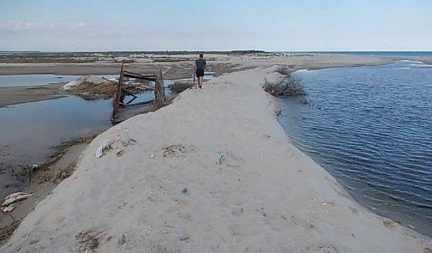 Браконьеры отрезали Тузловские лиманы от моря (фото)