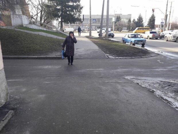 Перехожі, фото Знай.ua