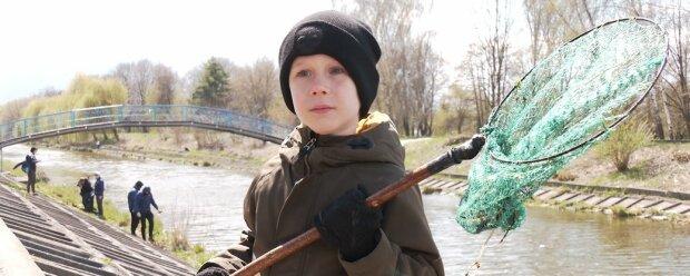 """Юний українець вчить дорослих берегти природу: """"Побачив річку - і мало не заплакав"""""""