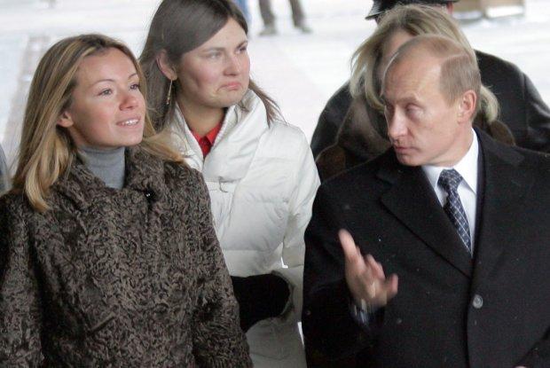 """Немита Росія з """"дорогами й дурнями"""" захлинається у злиднях, а ось як живе донька Путіна"""