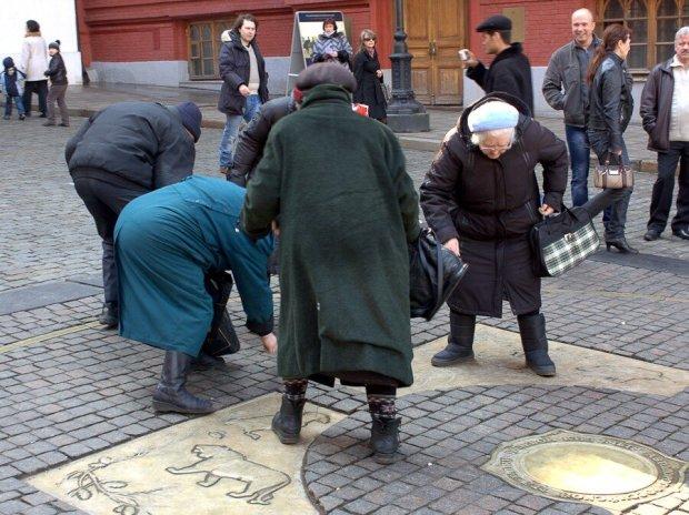 В Харькове две отчаянные бабушки устроили адский мордобой в троллейбусе: видео не для слабонервных