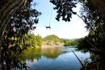 Беглый садист несколько месяцев скрывался в лесной чаще и перемещался на веревке