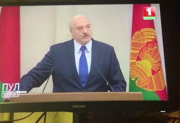 """Білоруські """"кібер-партизани"""" протестують з дому: зламали канали Лукашенка і показали кадри побиттів"""