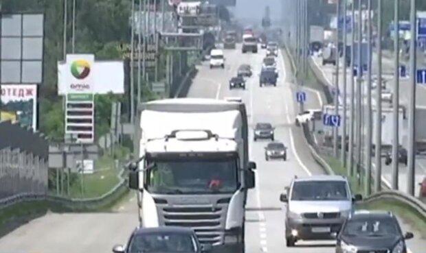 фуры на трассе, скриншот с видео