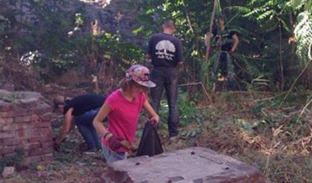 Волонтеры и активисты Мариуполя вышли на субботник (фото)