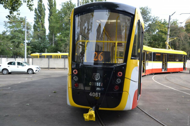 Помістяться всі: в Одесі випробовують найдовший трамвай в Україні