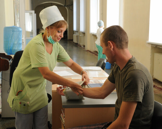 Медсестра / фото : facebook.com/OperationalCommandEast2/