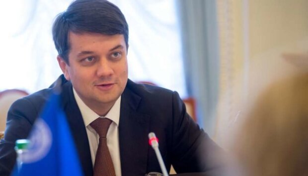 """Разумков из """"Слуги народа"""" срочно обратился к украинцам через Донбасс: """"Все это позволяет..."""""""