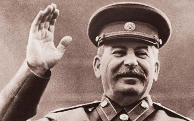 Московське метро прикрасили Сталіним