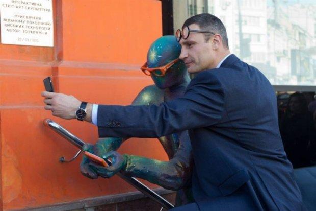 """Бесплатный вай-фай в столице будут раздавать скульптуры """"гиков"""""""