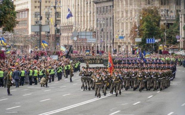 Капелани, жінки, зброя та молитви: як пройшов парад на День Незалежності 2018