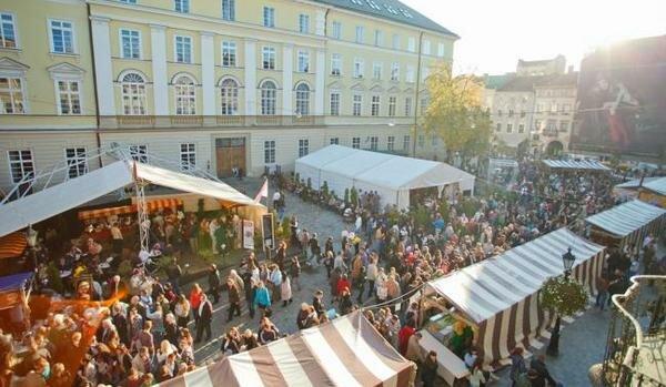 Львів'ян запрошують на фестиваль сиру та вина: навіть Діоніс не встоїть
