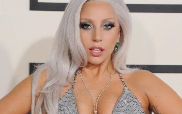 Леди Гага похвасталась загорелым телом и новым любовником