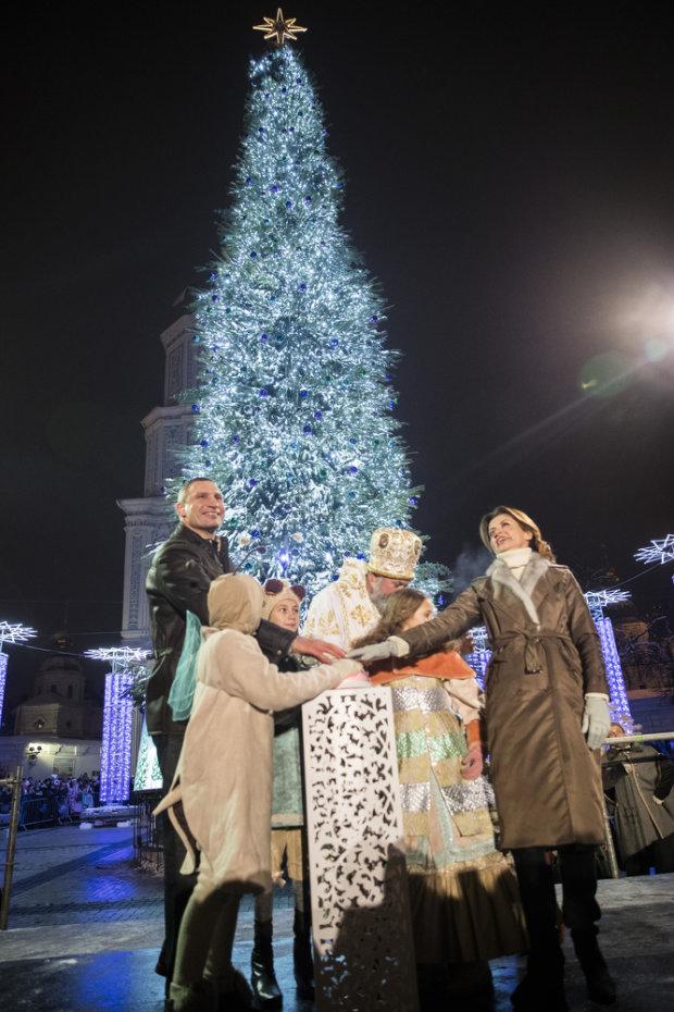Кличко запалив вогні на головній новорічній ялинці на Софійській площі у Києві