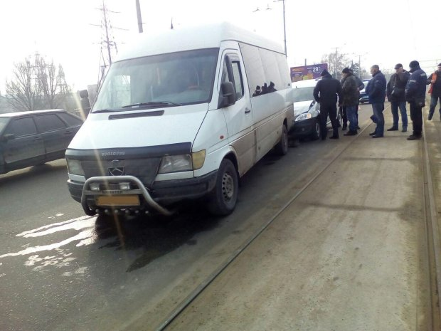 Міжнародний автобус потрапив в аварію на Вінничині: маршрутку – на металобрухт, є постраждалі