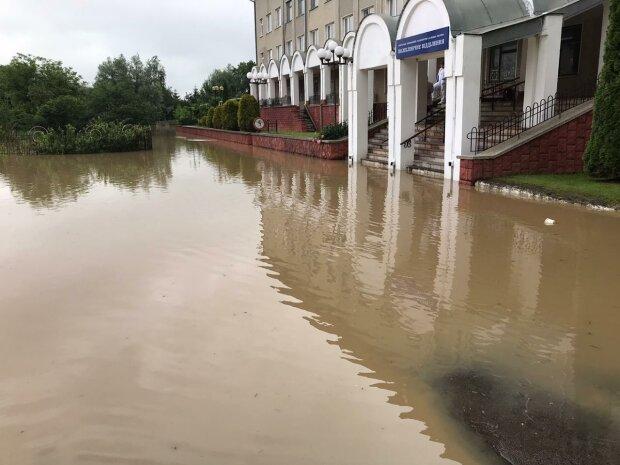 Погода устроит на Прикарпатье настоящий апокалипсис, спасатели бьют тревогу - зальет все