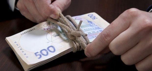 Где и как обменять поврежденные деньги: новые правила упростят жизнь украинцам