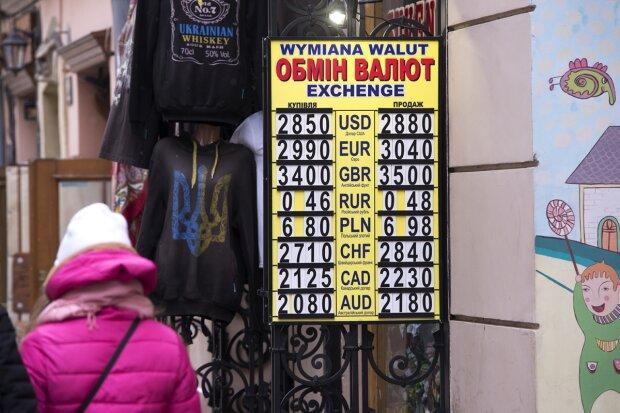 Курс валют на 31 октября: гривна разогнала доллар и евро