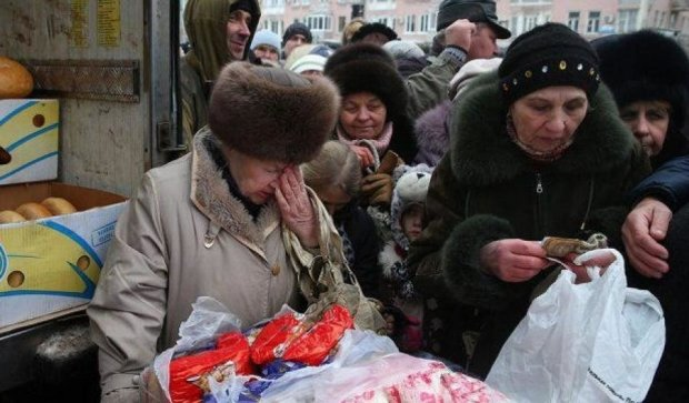 Пока украинцы беднеют, власть рапортует об увеличении зарплат