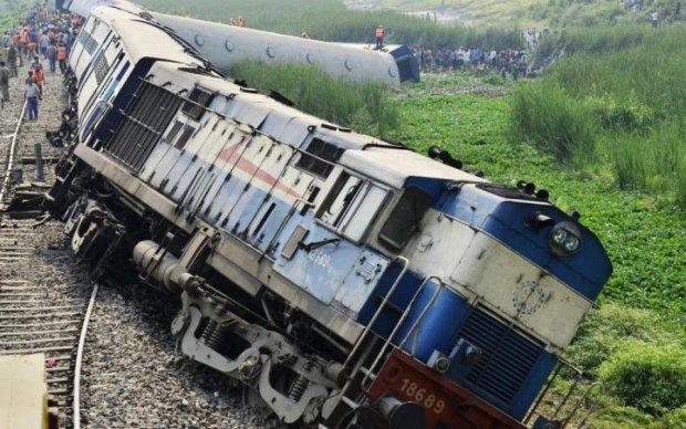 Унесенные ветром: мощный порыв снес с рельсов два поезда