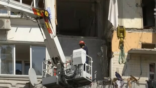 Разрушенный дом на Позняках, скриншот из видео