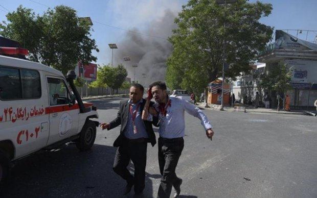 Атака смертника в Афганистане: десятки погибших и раненых