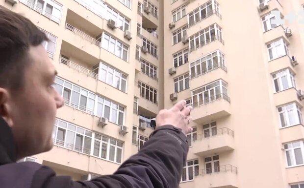 """Окна киевлян превратились в мишени для неизвестных: """"Палят по детским комнатам"""""""