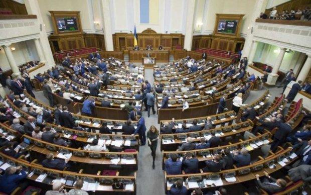 """Десятки миллиардов """"военного сбора"""" с украинцев куда-то исчезли"""