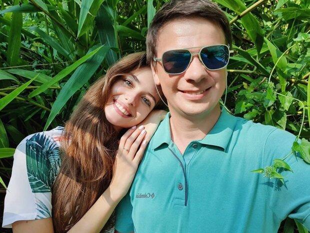 "Комаров похвалився вчинком коханої дружини: ""Прилетіла, надихнула, привезла запаси сала"""