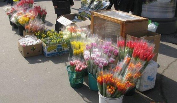 Столичні продавці квітів скаржаться на відсутність попиту